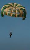 在海滩的帆伞运动 免版税库存图片