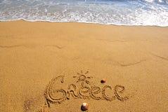 在海滩的希腊标志 库存照片
