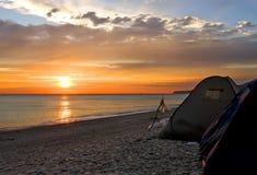 在日落的海滩 库存图片