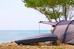 在海滩的帐篷 免版税库存图片