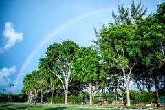 在海滩的彩虹 免版税库存照片
