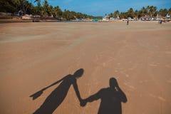 在海滩的影子 免版税库存图片
