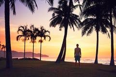 在海滩的惊人的日落 免版税库存图片