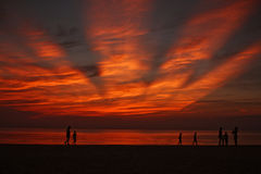 在海滩的惊人的日落 库存照片