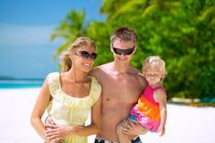 在海滩的愉快的家庭 库存照片