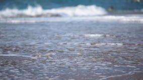 在海滩的意志薄弱的人 影视素材