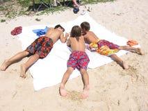 在海滩的懒惰夏日 库存照片