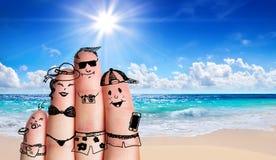 在海滩的手指家庭 免版税库存照片