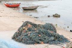 在海滩的捕鱼网 免版税库存照片