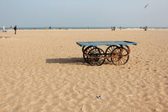 在海滩的推车 免版税库存照片