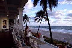 在海滩的摇椅 库存图片