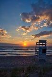 在海滩的救生员椅子在日出 库存照片