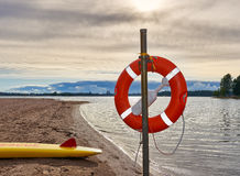 在海滩的救生圈 库存照片