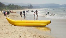 在海滩的旅游享用的假期在印度 库存图片