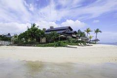 在海滩的旅游胜地 免版税库存图片