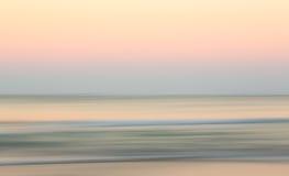 在海洋的日出有斜向一边的平底锅的 免版税图库摄影