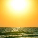 在海洋的日出 库存照片
