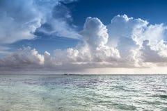 在海滩的日出 库存图片