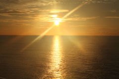 在海洋4的日出 免版税库存图片