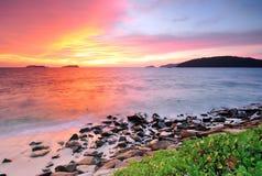 在海滩的日落在亚庇沙巴婆罗洲 库存图片