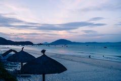 在海滩的日落在亚洲 库存照片