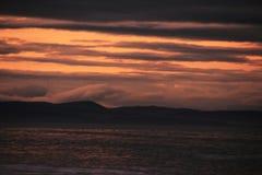 在海滩的日落在苏格兰的东北镇海岸 13 免版税库存照片