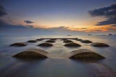 在海滩的日落在马来西亚 免版税图库摄影