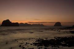 在海滩的日落在Krabi泰国 库存图片