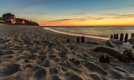在海滩的日落在Niechorze 图库摄影