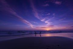 在海滩的日落晚上。酸值张,泰国 图库摄影
