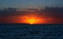 在海滩的日落, Alakol,哈萨克斯坦 库存图片