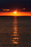 在海滩的日落, Alakol,哈萨克斯坦 库存照片