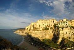 在海滩的日落 特罗佩亚,意大利 2015年 免版税库存图片