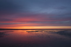 在海滨的日落 免版税库存图片