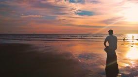 在海滩的日落 免版税图库摄影