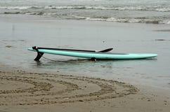 在海滩的明轮轮叶设备 图库摄影