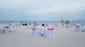 在海滩的晚餐在maldivea 库存图片