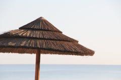 在海滩的木伞 图库摄影