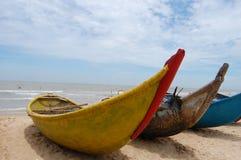 在海滩的木小船在Quy Nhon,越南 免版税库存图片