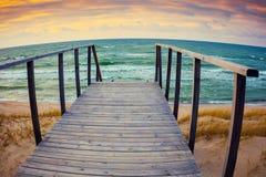 在海滩的木楼梯 免版税图库摄影