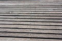 在海滩的木走道 库存图片