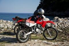 在海滩的本田摩托车 免版税库存照片