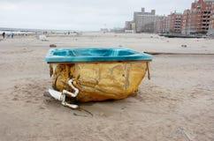 在海滩的极可意浴缸兔子岛 库存照片