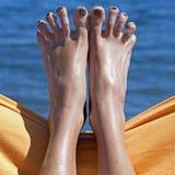 在海滩的桑迪疯狂的妇女脚趾 免版税图库摄影
