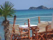 在海滩的椅子 库存图片