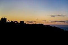 在海滩的橙色日落 免版税库存照片