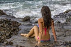 在海滩的比基尼泳装模型 库存照片