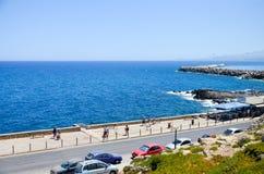 在海滩的汽车停车处 免版税库存照片