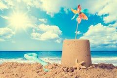 在海滩的沙堡 免版税图库摄影