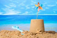 在海滩的沙堡 免版税库存照片